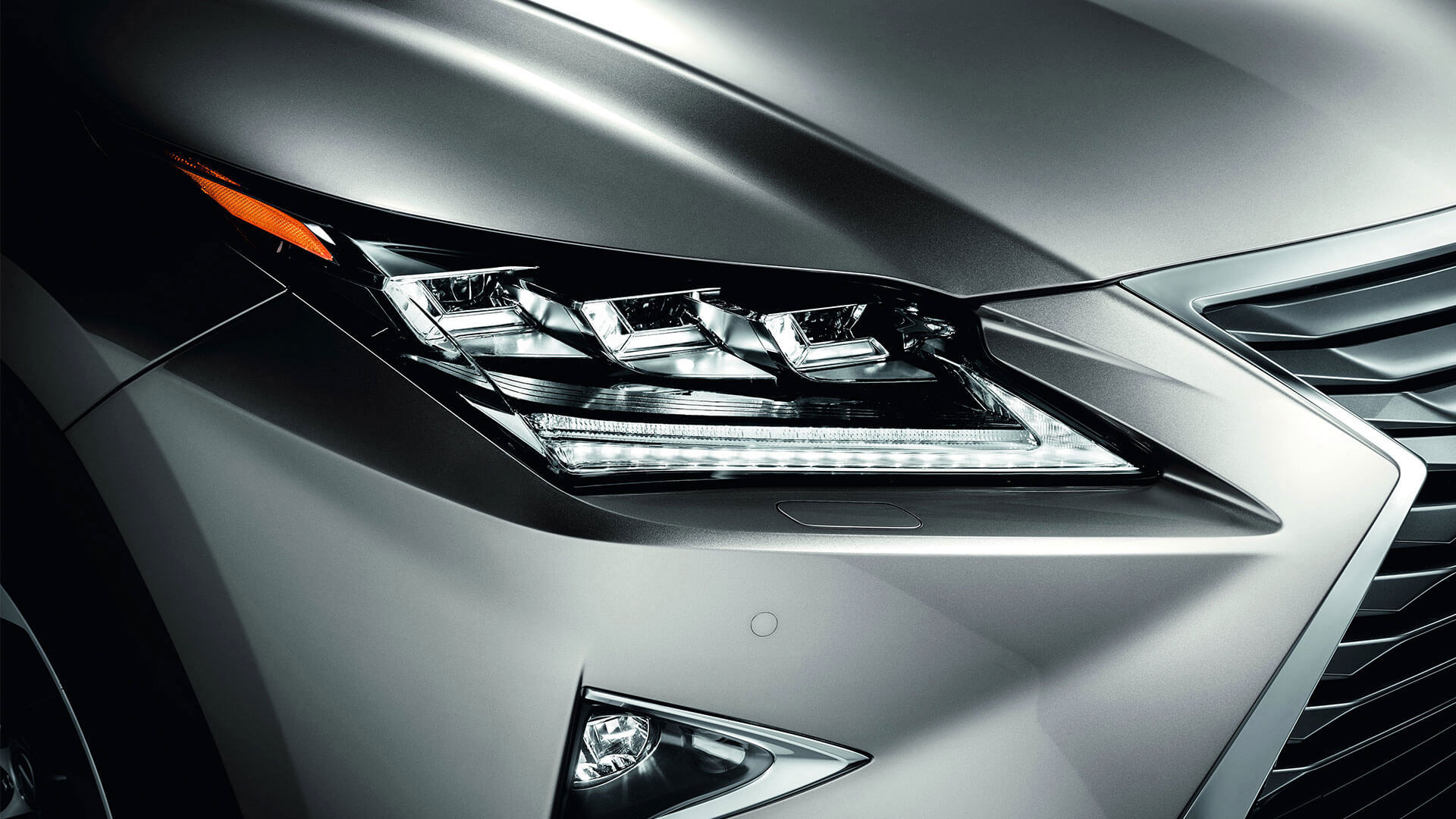 2017 lexus rx 450h features triple led headlight