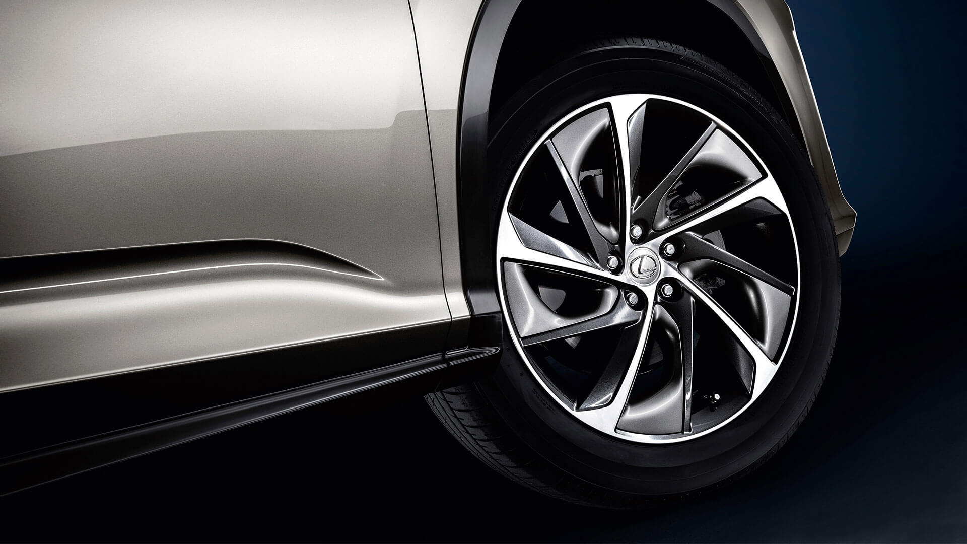 2017 lexus rx 450h features alloy wheels