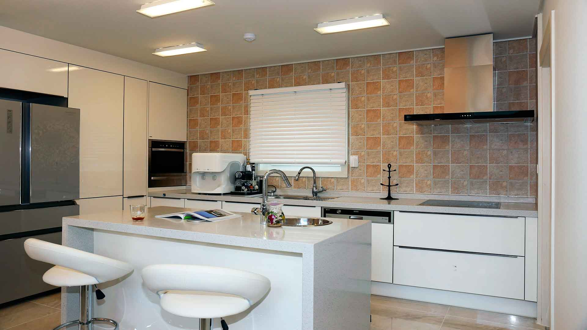Barras de cocina lexus espa a for Cocina con barra de retorno