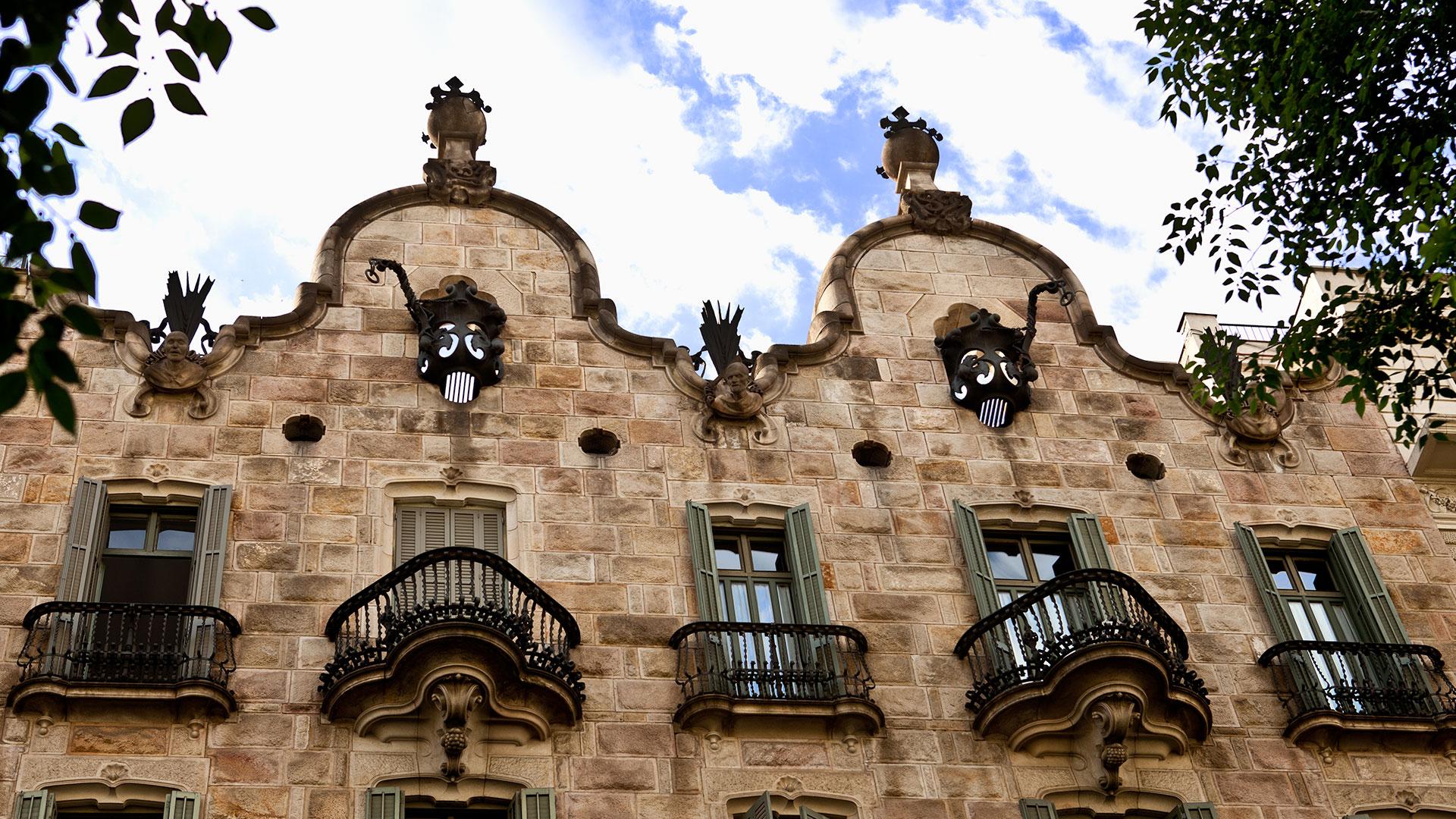 Comer en casa de Gaudí hero asset