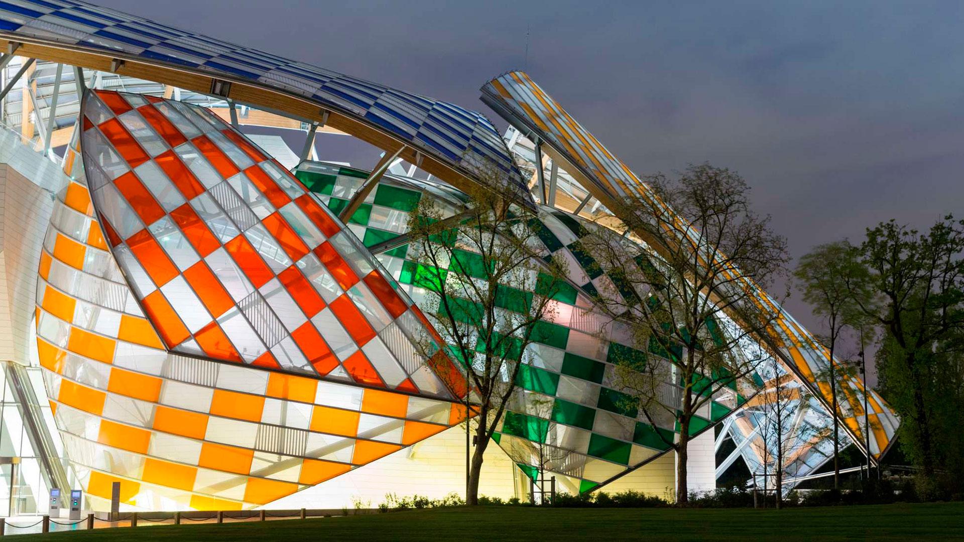 El artista Daniel Buren en colaboración con Frank Gehry crean la obra Observatorio de la Luz