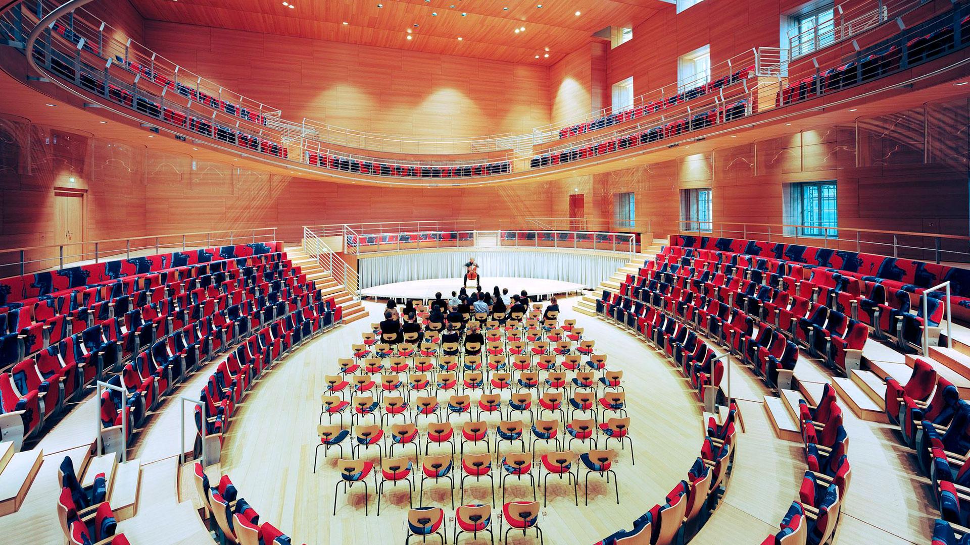 Frank Gehry hace sonar hero asset