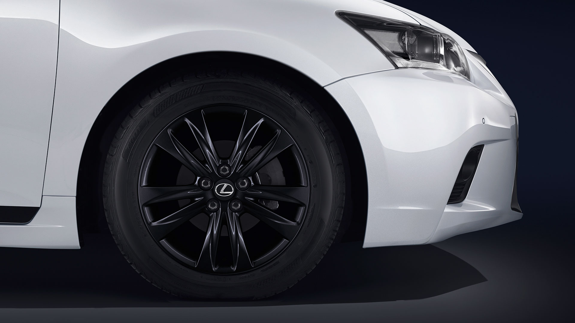 Lexus CT 200h Hybrid Plus hero asset