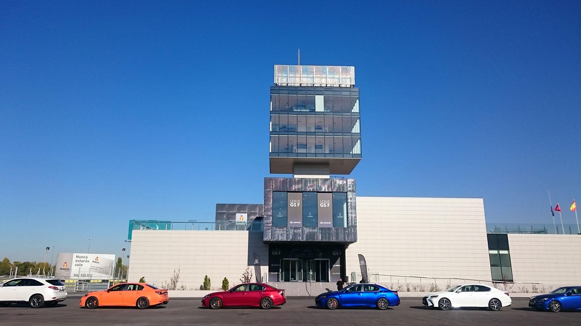 Lexus GS F y el Hoverboard hero asset
