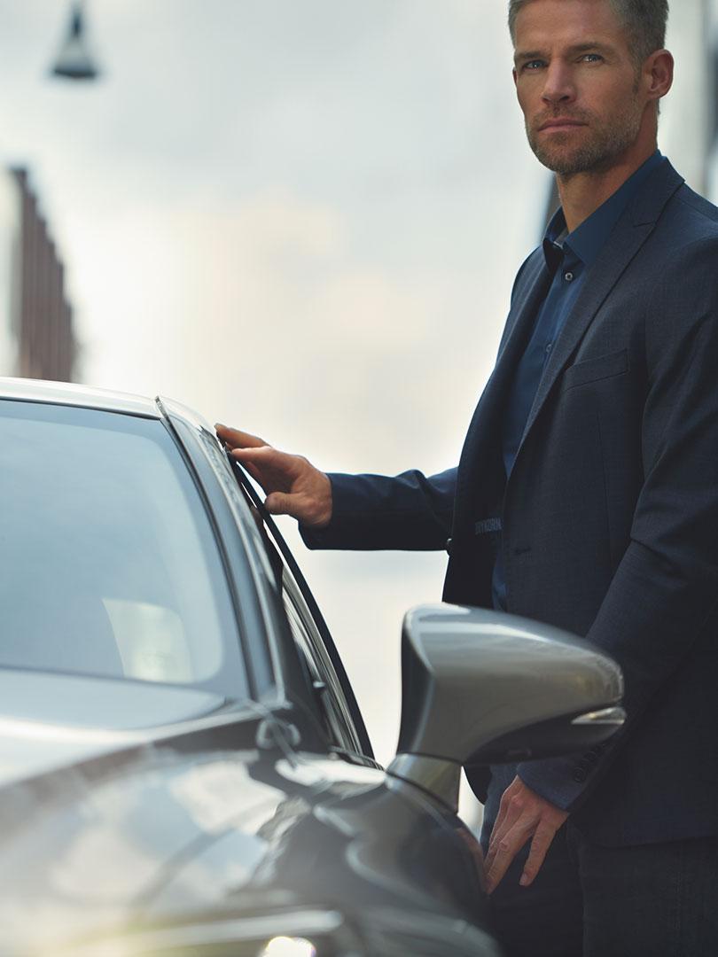 2017 lexus hybrid for business portrait financial efficiency