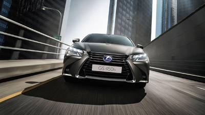 Voorkant van een grijze Lexus GS 450h