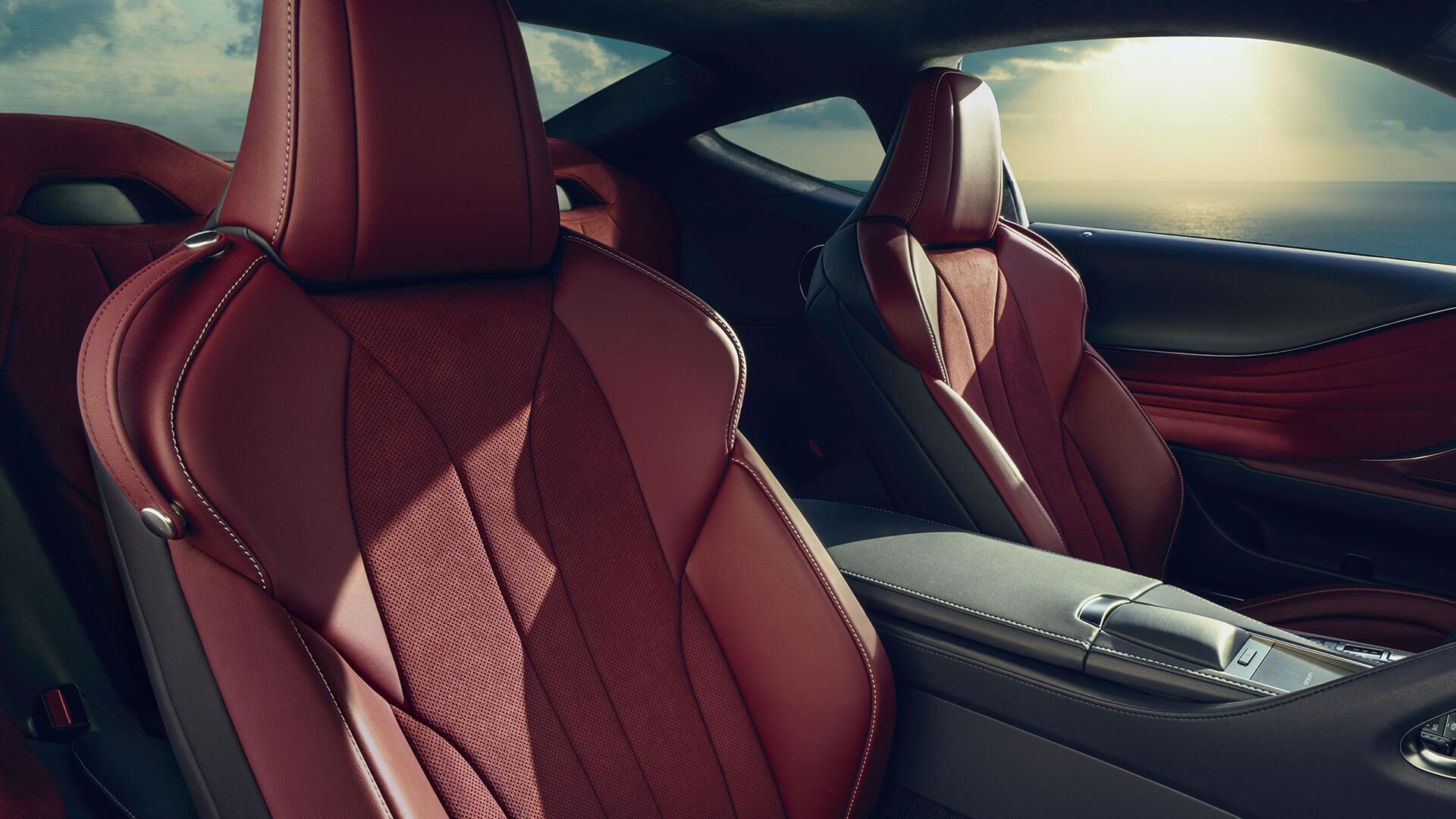 Rode bekleding van een Lexus LC 500h