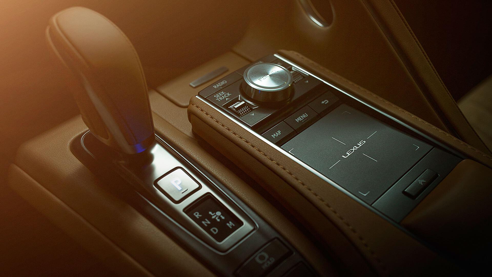 Bedieningspaneel van een Lexus LC 500h