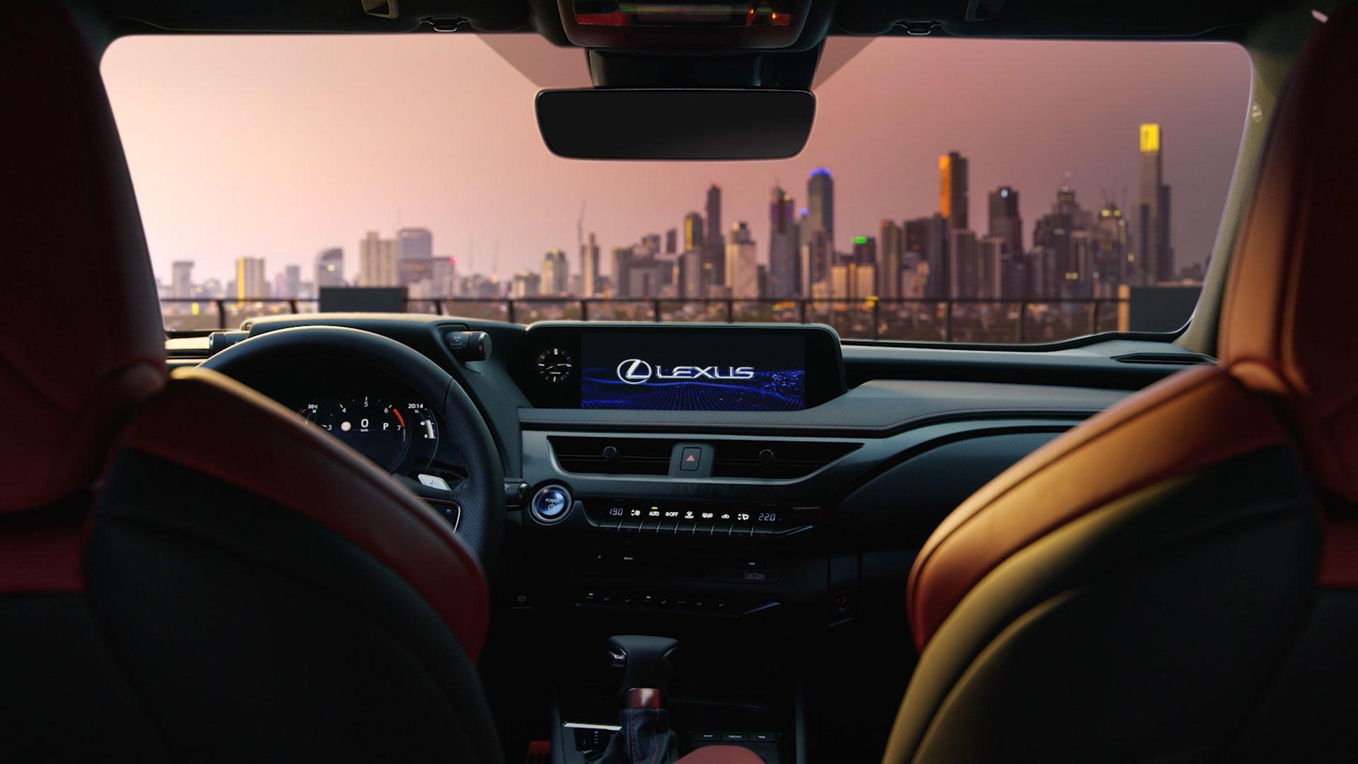 Het interieur van de Lexus UX met navigatiesyteem