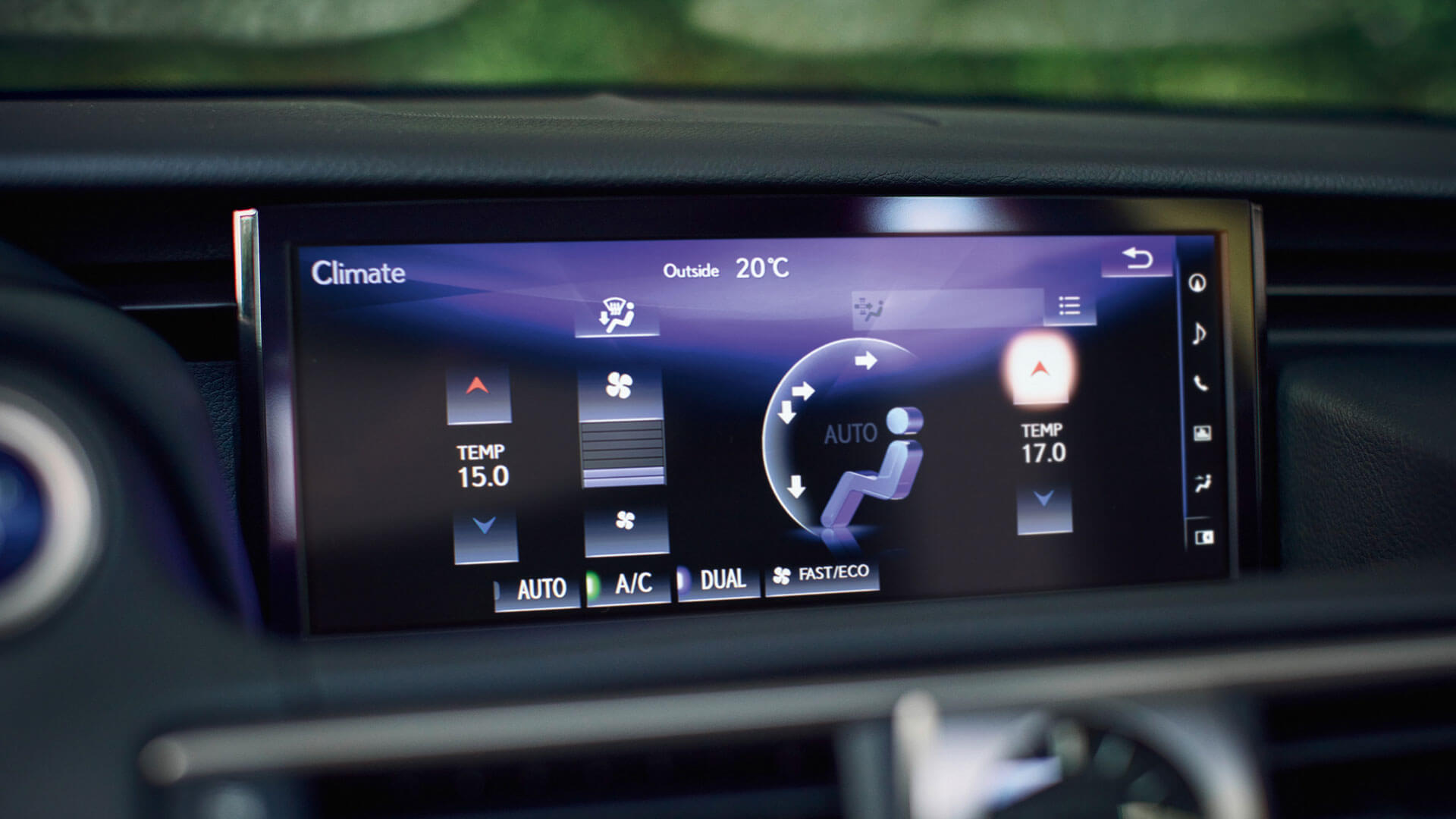 2017 lexus is 300h features resolution display
