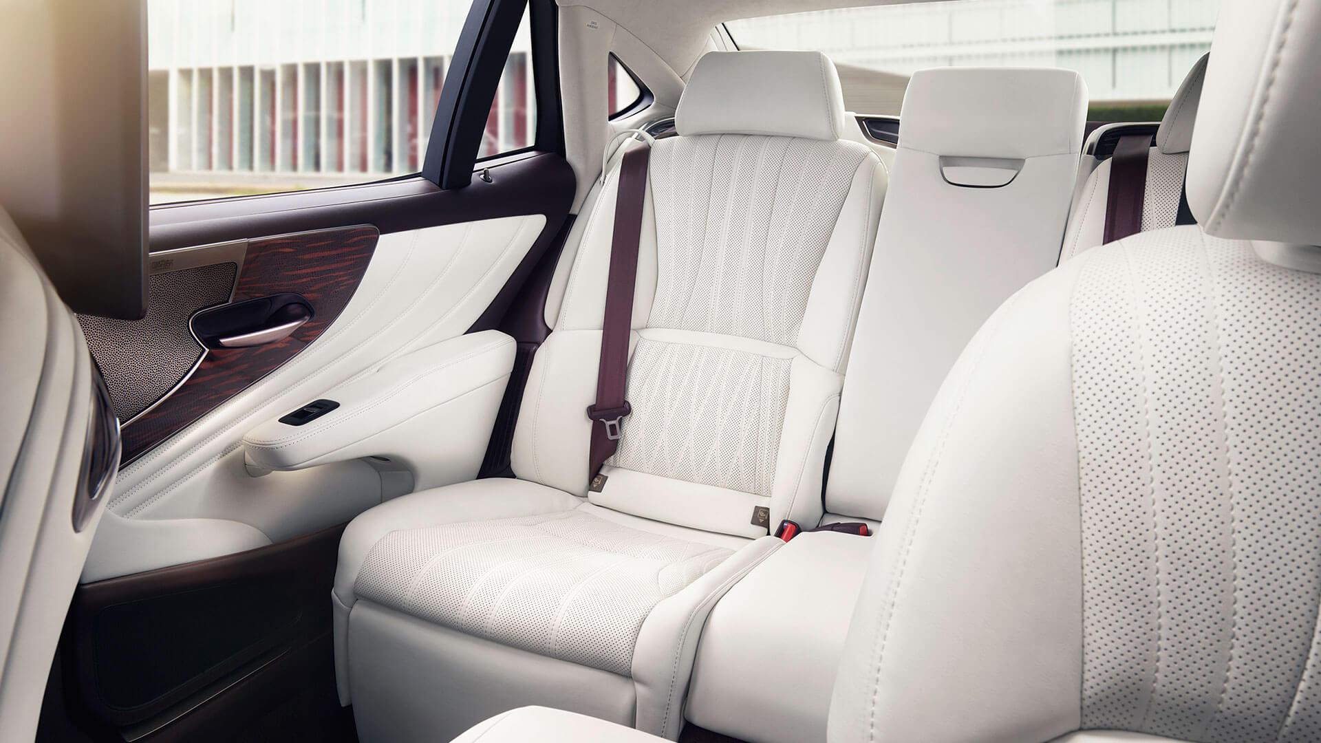 Lexus LS 1