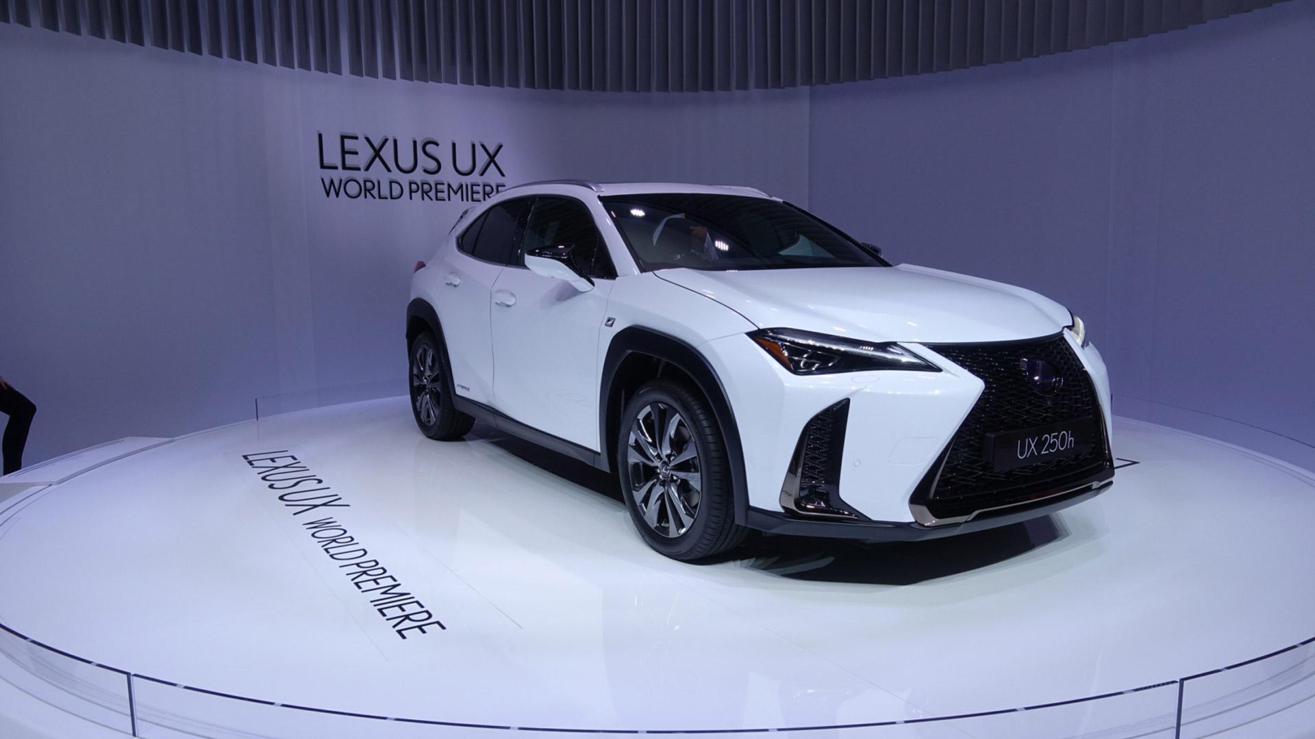 Lexus Cenevre'de Yeni Yıldızı UX Modelini Tanıttı