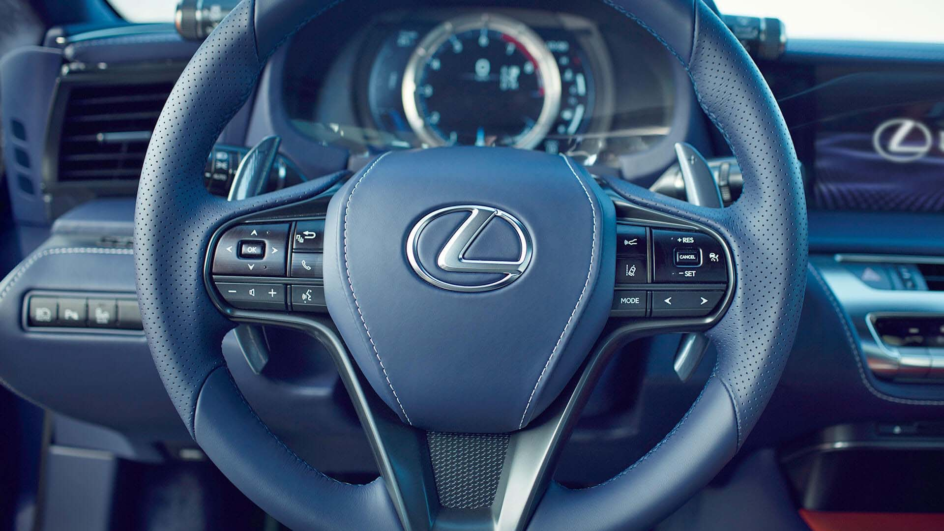2017 lexus lc features intuitive display